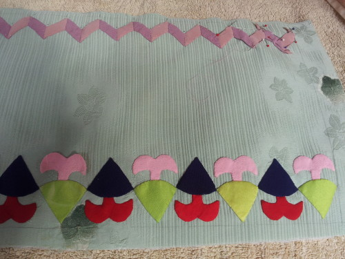 Closer view of this border this is the easy part making all the wee flowers for inside these Zig Zags and Dutch Pixies is were all the hard work starts!!!!!