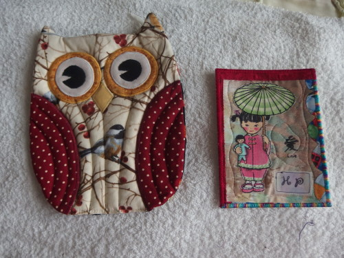 A lovely surprise this morning from Heidi in the USA  how wonderful it is when some one sends you a unexpected gift and hand made?  This little owl is a potholder but far to nice for that so will use him as a place mat instead on my workstation table.