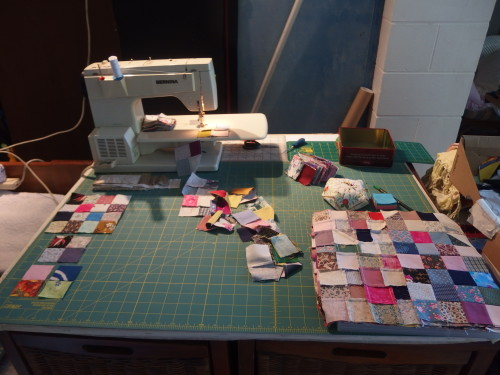 So here I am after sewing my Hazel with 4 completed 64 1 1/2 inch sqaure blocks and endless other two blocks turning in to 4 balocks and so on. All up I think I must have sewn nearly 300 seams to make my Hazel centre??????