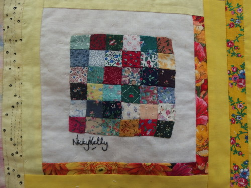 This was my favourit I could not beleive that she was sewing these 1/4inch squares and making these perfectly little quilts week after week.  Remmebr we were all new comes to quilting most of us had never quilted till we went to PNG