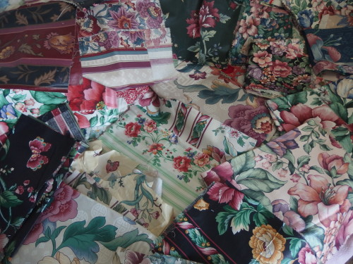 Close up of those beautiful fabrics. Are they Chintz?????