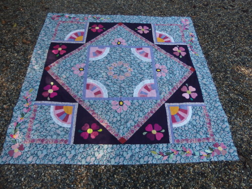 Allmost completed quilt top two hearts flwoers to