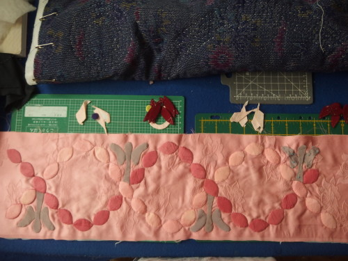 Working on the ovals or leaves as some quilters call them, had to add some angels for a change