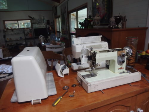 On Saturday I was given these 2 sewing machines and a over locker